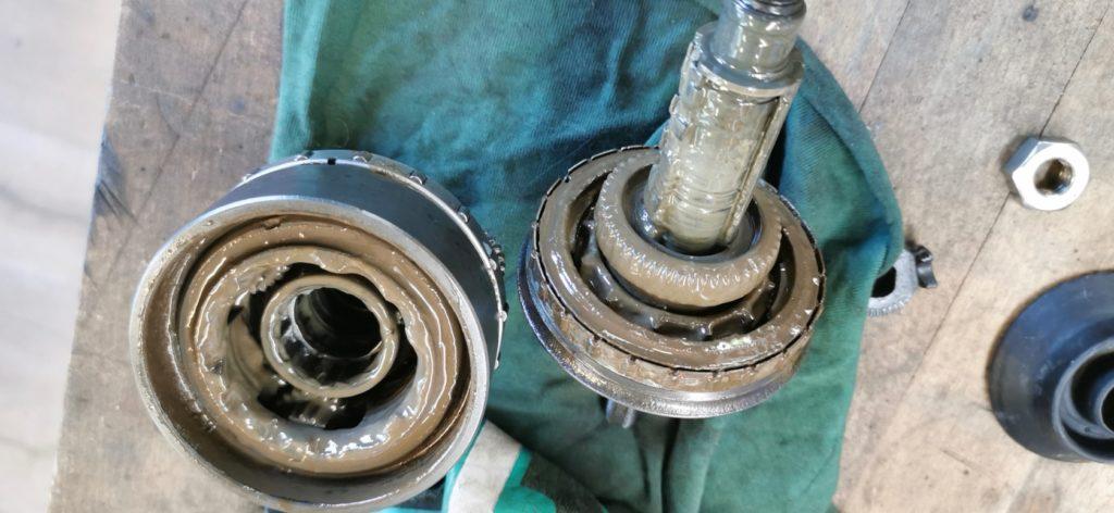 Réparation moyeu Nexus - Un grand nettoyage du moyeu s'impose pour retirer toute trace d'humidité.